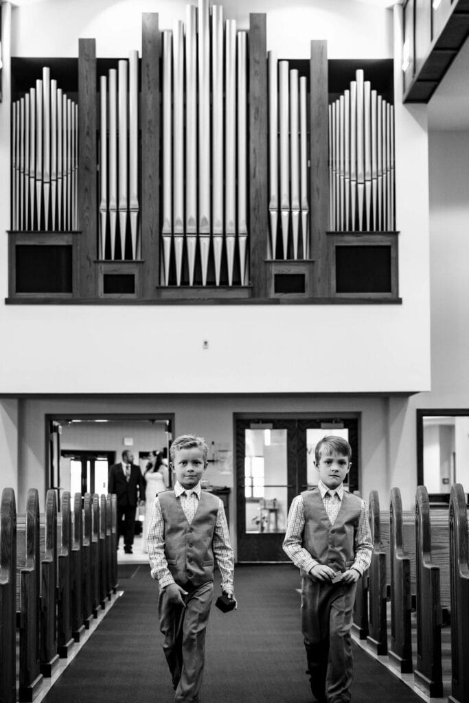 Kids coming down the aisle by La Crosse, WI Photographer Jeff Wiswell