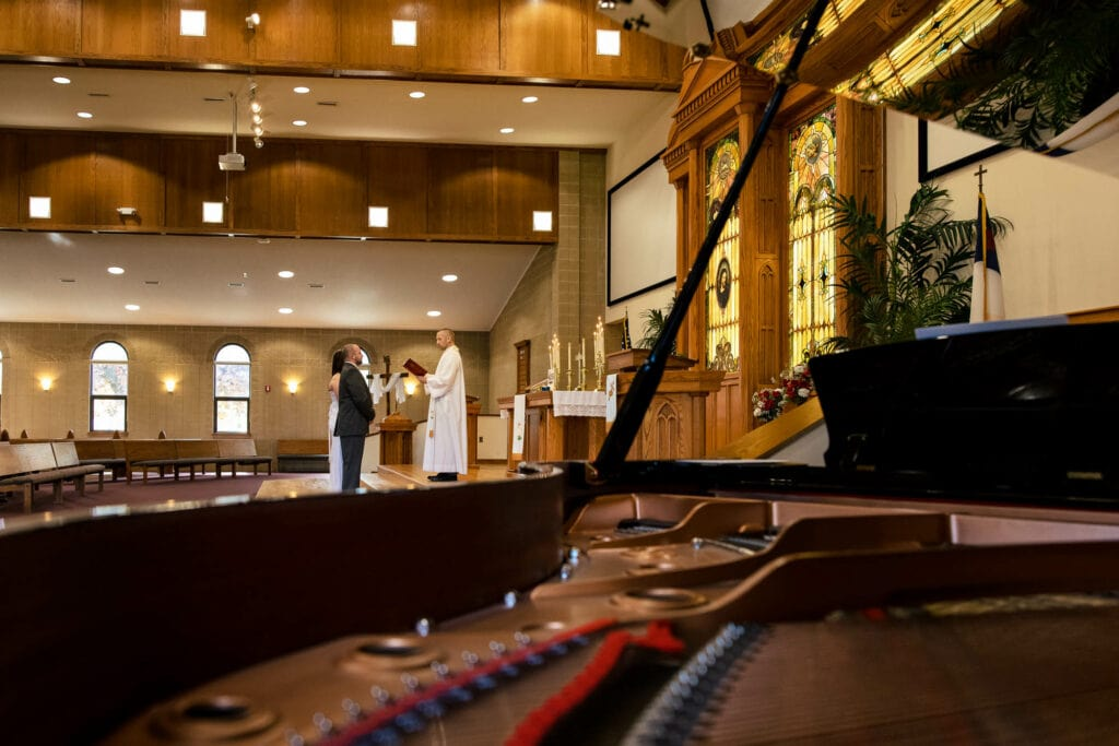 Piano during wedding by La Crosse, WI Photographer Jeff Wiswell